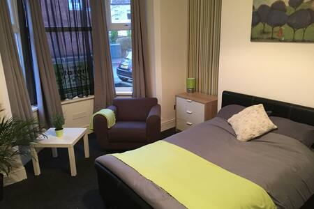 Lovely Large Double Room - Wolverhampton
