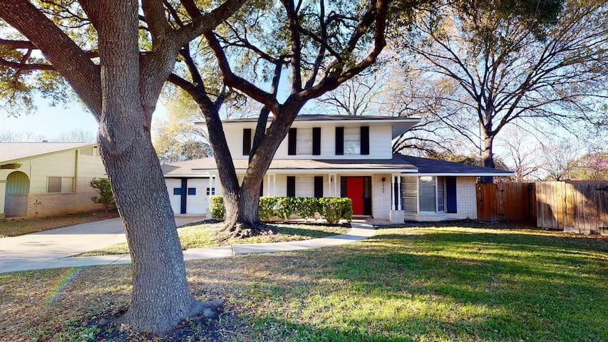 Colony House-Close to Airport and Medical Center!