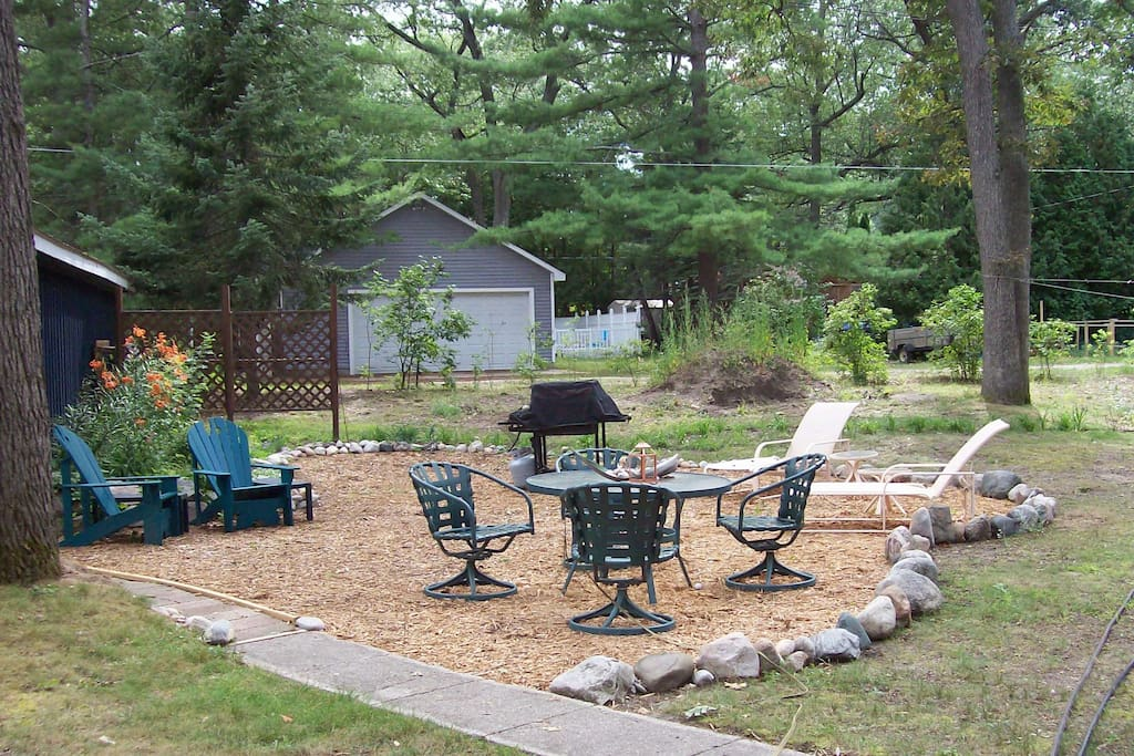 Backyard Picnic Area
