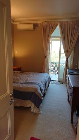 Park veiw, balcony room in Glebe