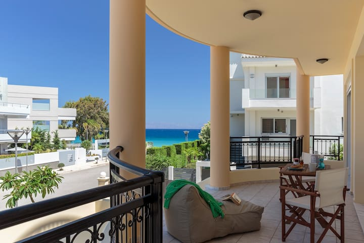 Villa Fotelia-Exquisite villa 50 m from the beach