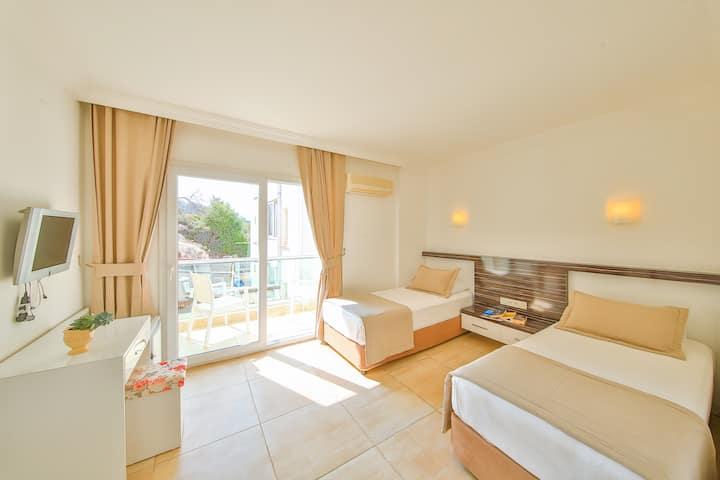 16 m2 İki Ayrı Yataklı Özel Oda | Kaş Linda Hotel