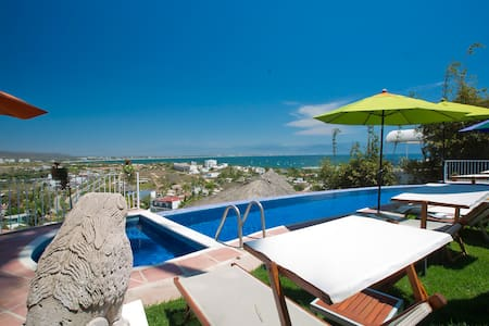 Charming B&B with amazing view, breakfast and pool - Cruz de Huanacaxtle
