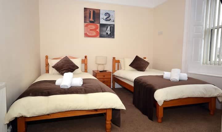 En-suite Twin Room in the heart of Lerwick