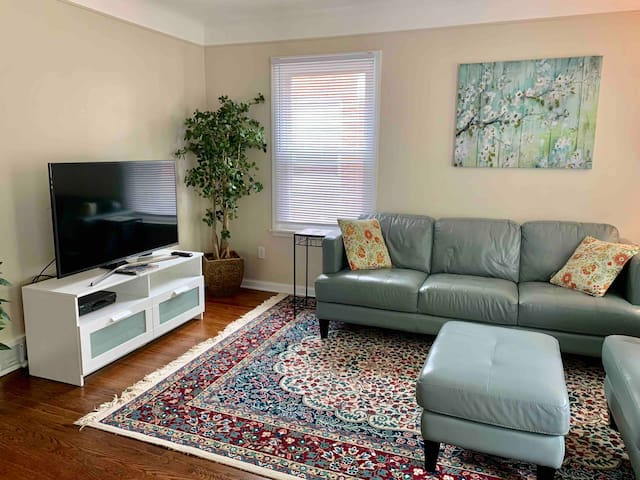 Entire 3-Bedroom House in West Dearborn!
