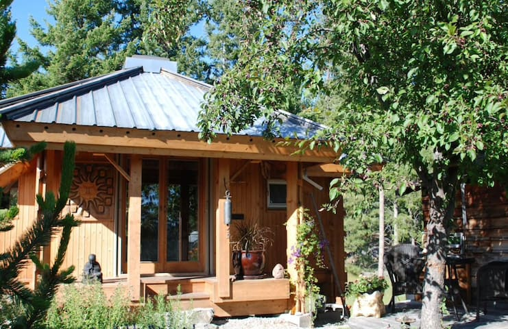 The Quietude: Cozy and peaceful wooden home