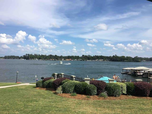 Lakefront Condo!
