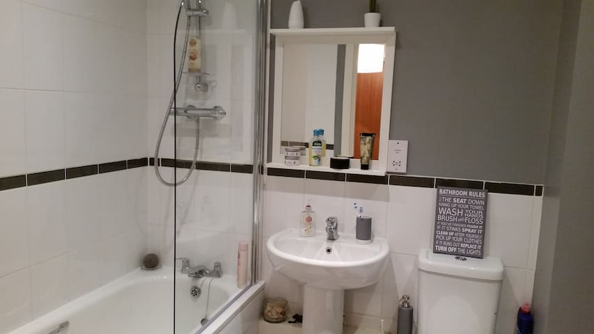Cosy room, private bathroom/parking. City Centre. - Birmingham - Lägenhet