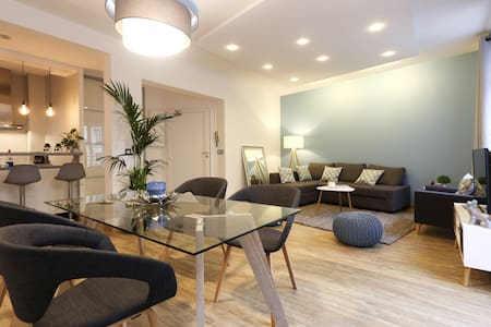 Spacious renovated apartment near the Louvre