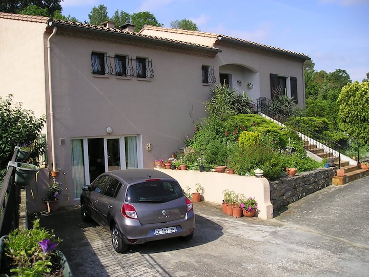 Lovely 2 bed apartment just 10 minutes Carcassonne