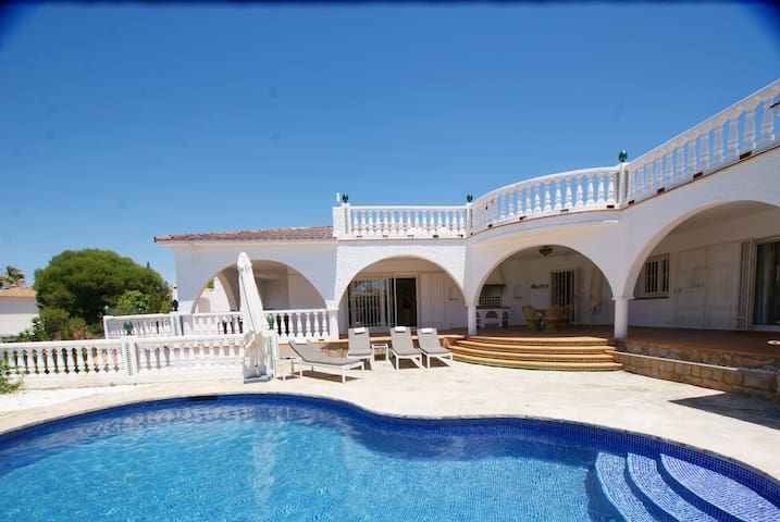 4 BED MARBELLA VILLA , PRIVATE POOL, ROOF TERRACE