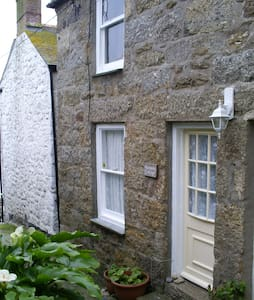 Mousehole. Cosy and only 30 yards from the beach. - Mousehole