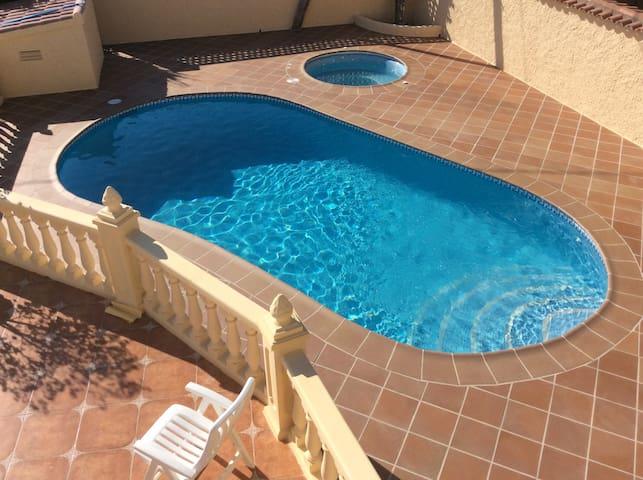 Logement 1er étage villa, vue mer, piscine privée