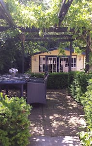 The Cosy Cottage by B & B The Wellness Cottage - Lommel - Bed & Breakfast