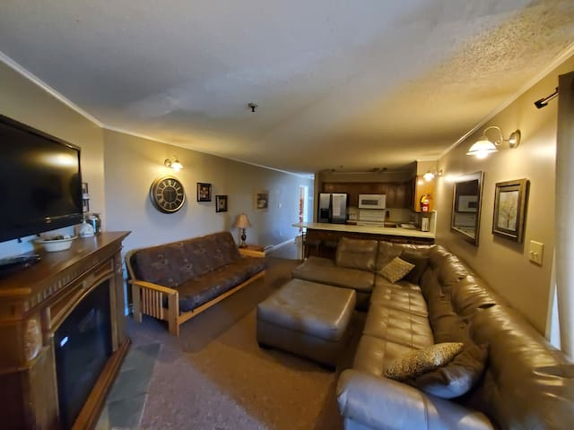 Winterplace Ski in Ski out condo First floor! D103