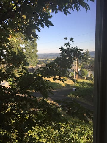 Quiet and tranquil spot close to hiking! Room 2 - Washougal - บ้าน