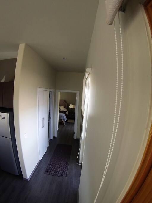pasillo hacia la habitacion