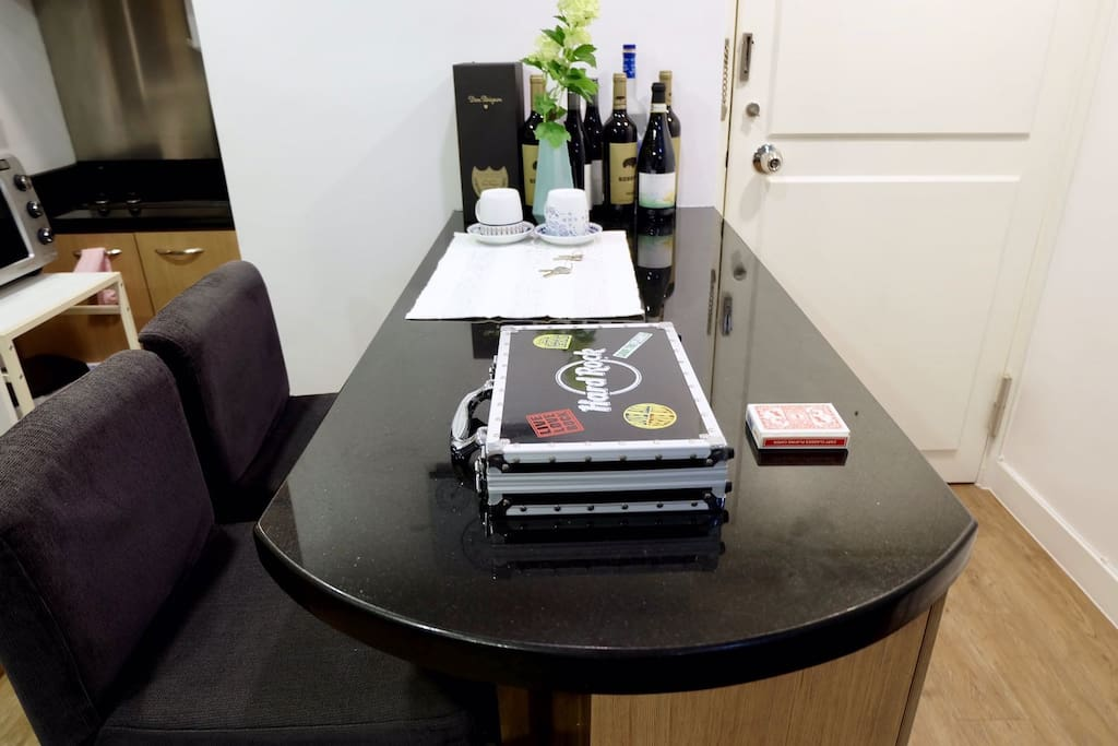 High-table with open kitchen! Wines, vodka, champagne + poker chip set. Have a blast.
