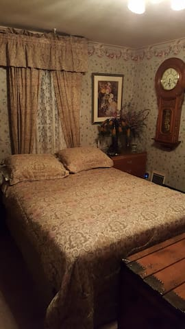 Private room in Steuart Manor home - Steubenville - Dom