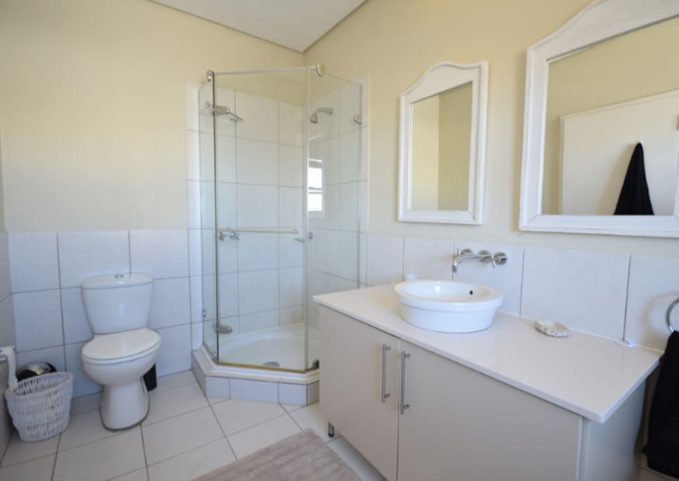 Bathroom of main bedroom