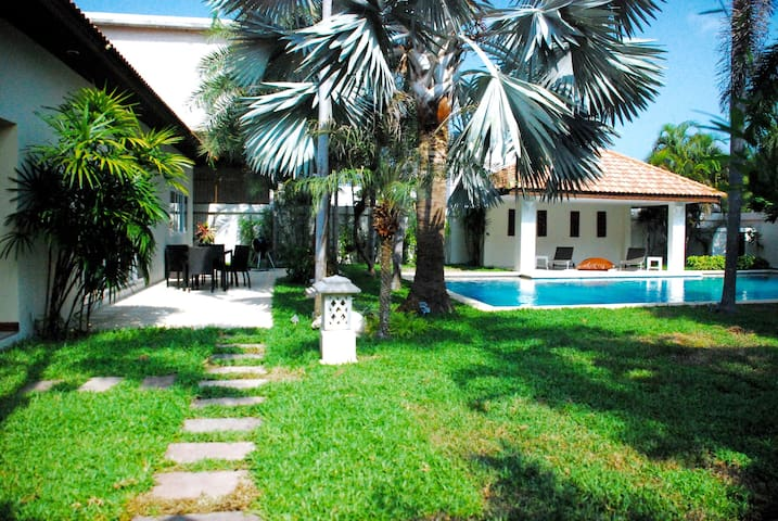 Majestic Private Beach 4BR Pool Villa - Nong Prue - Villa