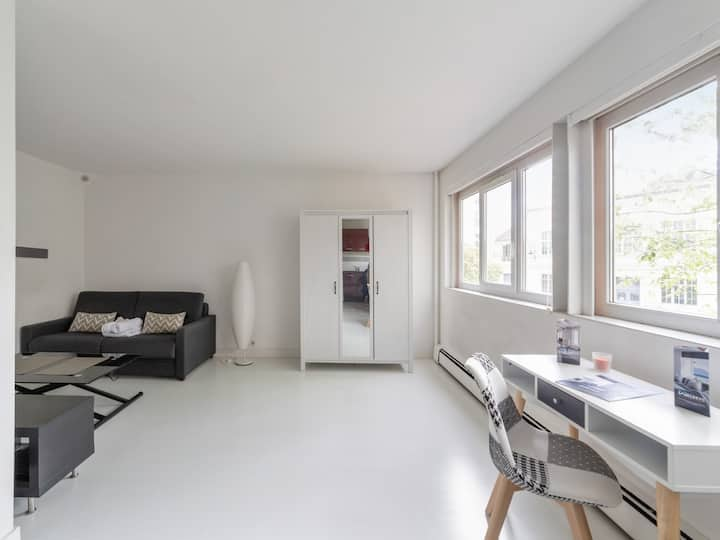 Bright studio with parking 10 min away from Paris and La Défense - Welkeys