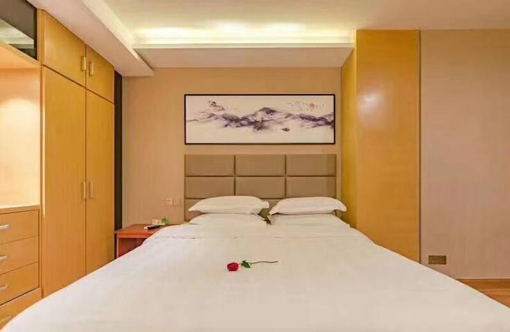 泰山脚下、泰山火车站、汽车站唯德泰山印象酒店高级大床房