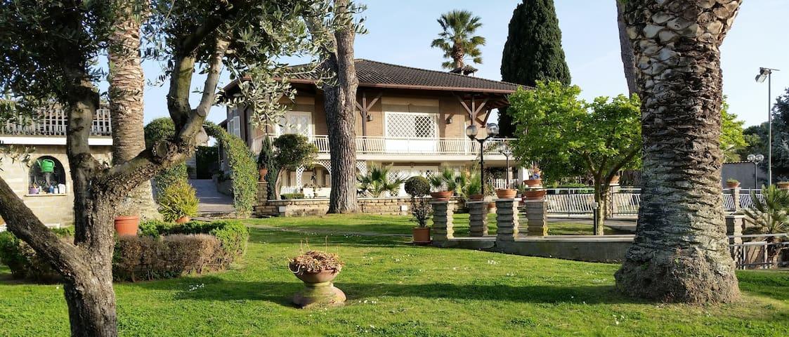 """Villa """"Colori & Relax"""" - Marino - Villa"""