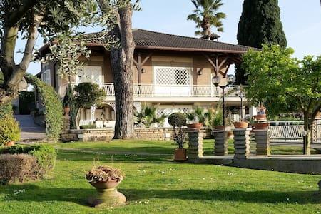 """Villa """"Colors & Relax"""" - Marino - Huvila"""
