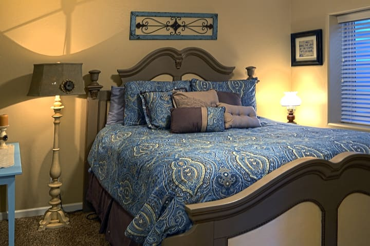 Heritage Room - sleep like an angel in this quiet bedroom with queen size bed.