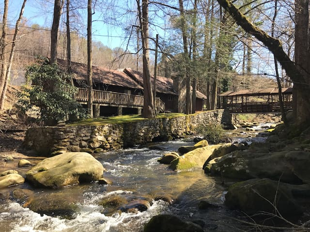 Brookside Cabin On the River 1/4mile DT Gatlinburg