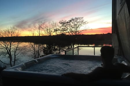 Direct Oceanfront, Hot Tub, Private - Chester - Stuga