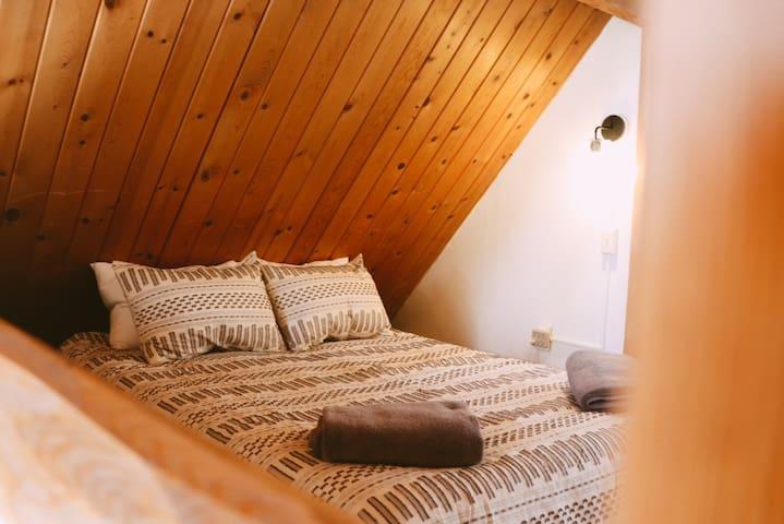 【1st floor - 1st bedroom】 Loft with 2 queen beds.
