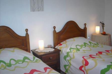 Quarto Laranja (2 camas individuais) - Ponte de Lima