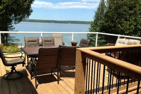 Waterfront, private access cottage - Wiarton