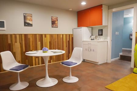 The Jetsons Suite,  Modern Space Age Luxury