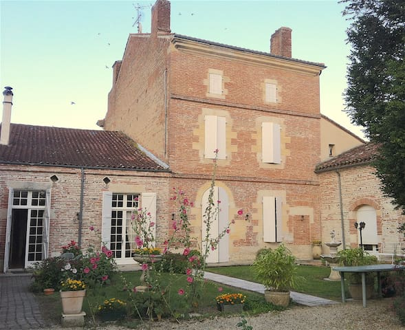 Maison 18ème avec piscine en coeur de village - Donzac - Talo