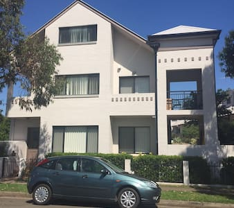 M's masterroom+ensuite, wifi &air - Parramatta - Townhouse