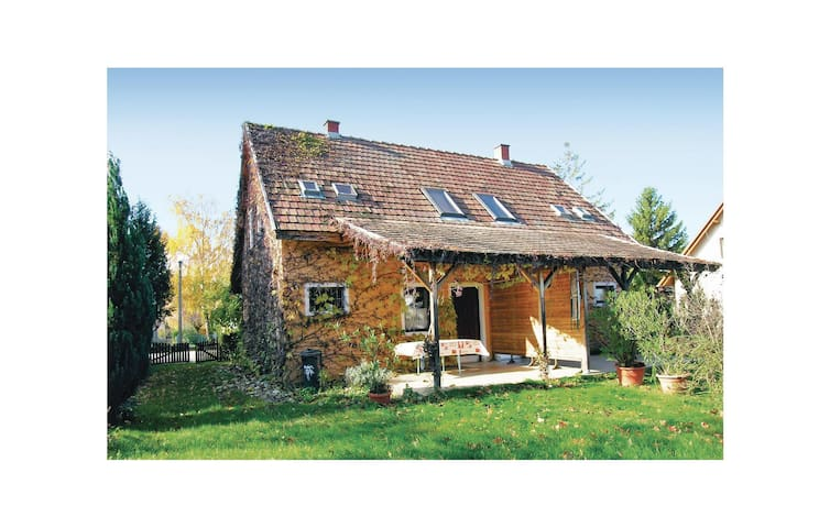 Semi-Detached with 3 bedrooms on 60m² in Siófok