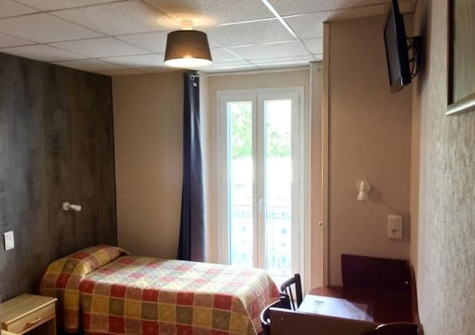 Chambre 4 personnes - Lourdes - Bed & Breakfast
