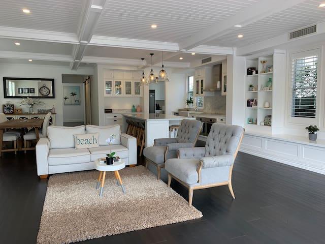 Luxury Hamptons Beachside Home in Dicky Beach