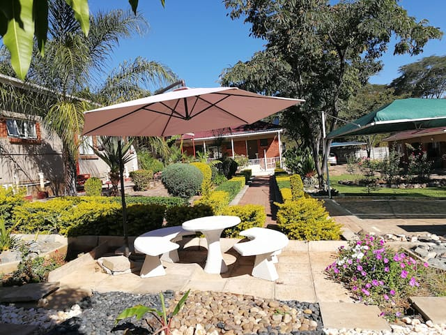 Palm Leaf Gardens > ROOM 10 (ten)