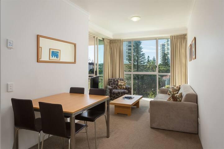 Cozy retreat 1 bed apartment at Main Beach