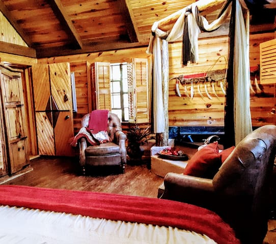 The Echota Suite Of Cherokee Mountain Cabins For Rent In Eureka