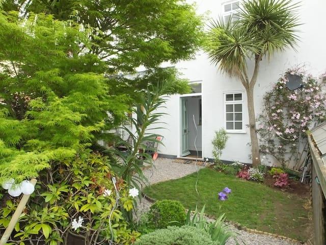 Victorian City hidden garden Gem 3 bed House