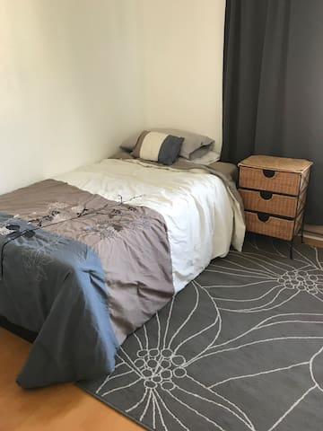 Private bedroom for one  in a quiet top floor