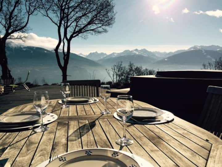 Charming, cosy & authentic Swiss Chalet