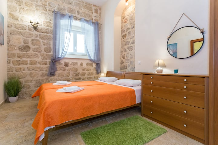 Rustical Old Town Apartment for 3, close to sea