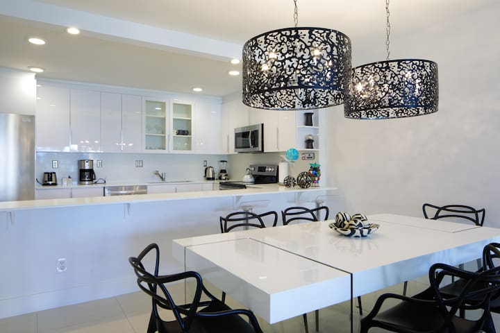 SUNNY ISLES # 305  MONTHS READY TO LIVE NOW !!