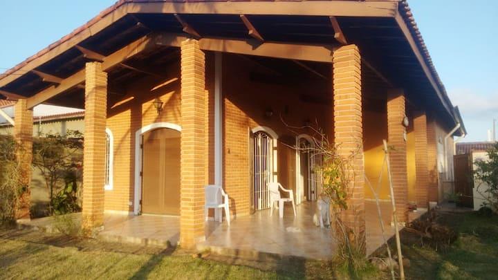Casa em Peruíbe, 100 metros da praia.